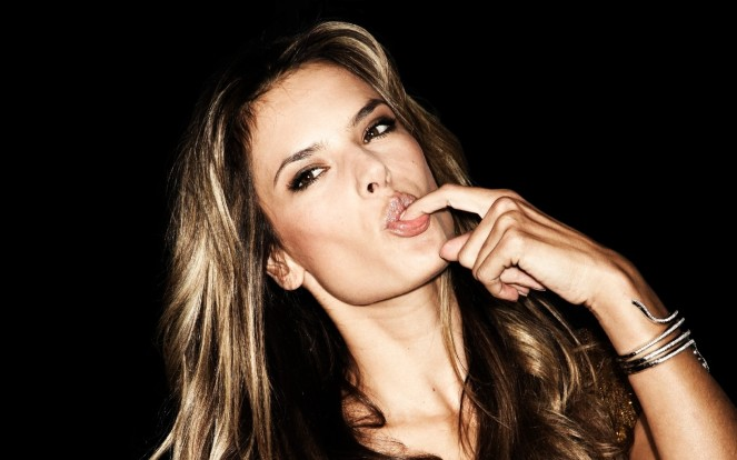 alessandra-ambrosio-lip-care