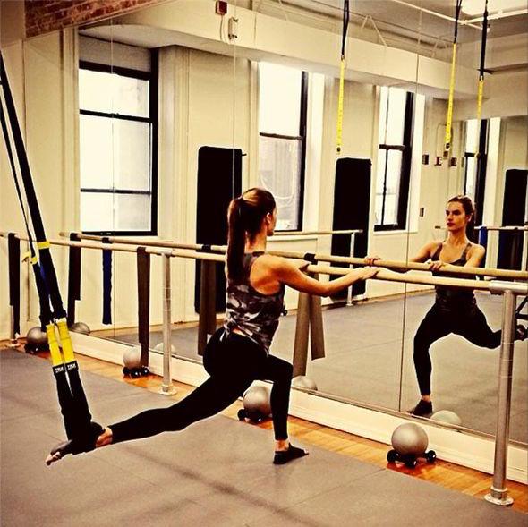 alessandra-ambrosio-workout-barre