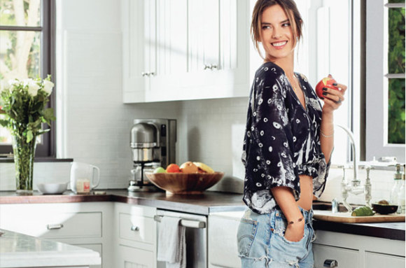alessandra-ambrosio-mastering-morning-routine-self-may2015