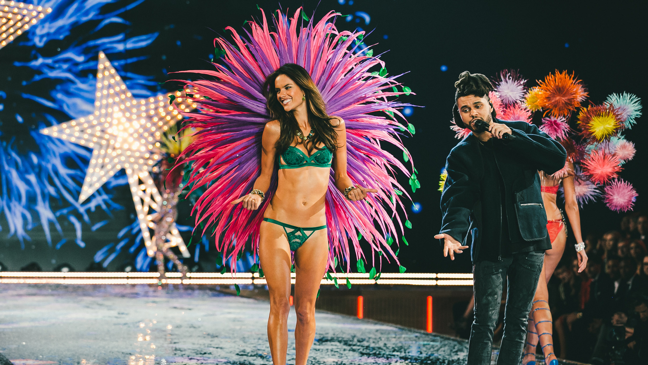 2015-Victorias-Secret-Fashion-Show-alessandra-ambrosio-the-weekend