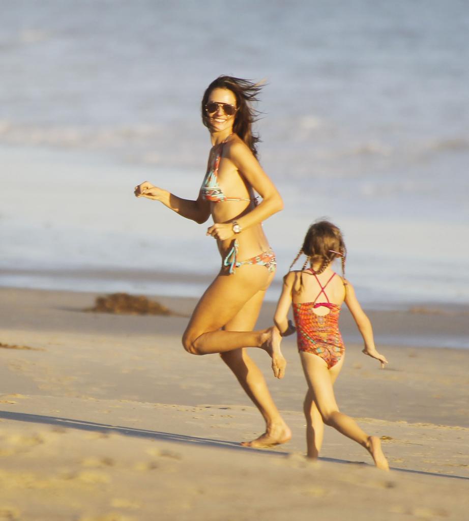 alessandra-ambrosio-kids-daughter-malibu-beach