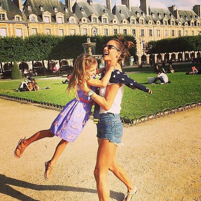 Alessandra-Ambrosio-Family-Vacation-Paris.jpg