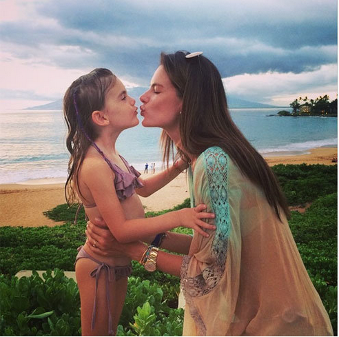 alessandra-ambrosio-daughter-family-vacation